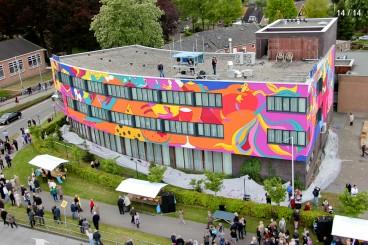 Het exterieur van het hotel in Emmen dat de Toyisten een metamorfsoe lieten ondergaan.