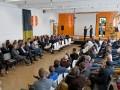 Patrick Nederkoorn (links) interviewt Egon van de Kamp voor een volle zaal.