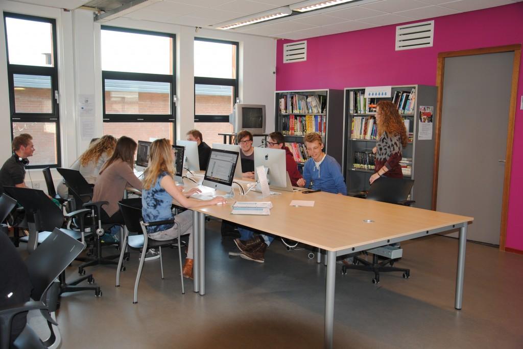 Een modern open leercentrum om zelfstandig te kunnen werken.