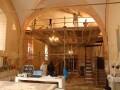 Restauratiewerkzaamheden aan het interieur van het Gotische kerk in Marson sur Barboure.