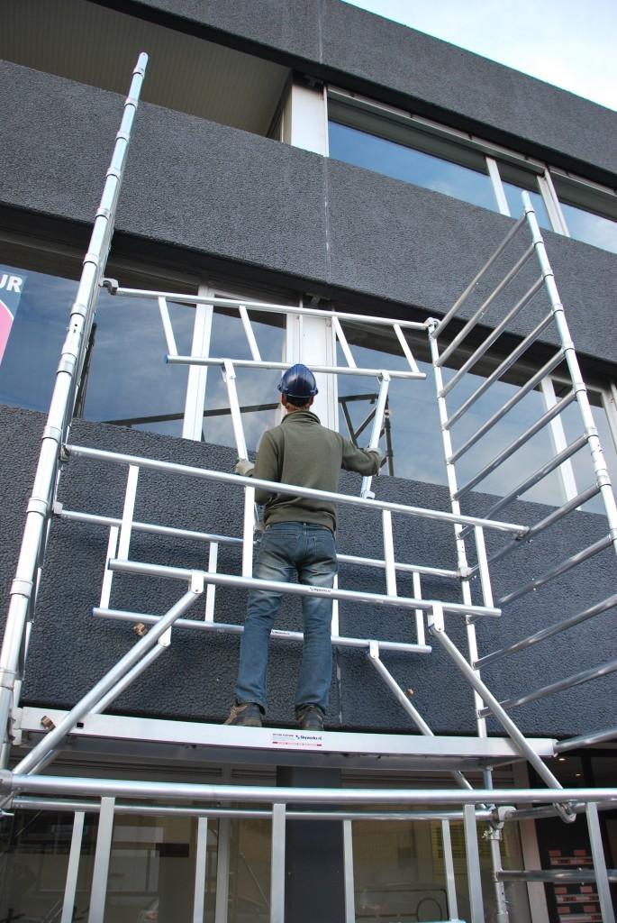 Volgens Skyworks bespaart hun noviteit de schilder veel tijd bij de op- en afbouw van de steiger.