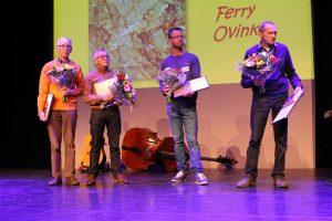 Winnaars bij imitatiemarmer 'Trets': Josef De Baets en Jan Schouteten (allebei 3e prijs), Emiel Ruiter (2e prijs) en Ferry Ovink (1e prijs, opgehaald door zijn vader).