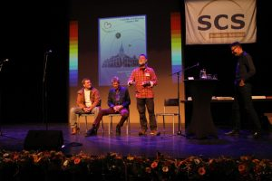 Jelle Postma vertelt, samen met Jelle Zijlstra (midden) over de organisatie van de landelijke dag.