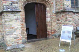 Entree van de expositie in de Martinikerk.