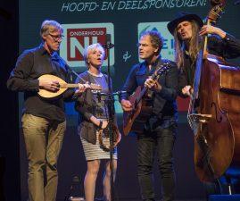 Optreden van Dixie Doodle met tweede van rechts Wyger Smits.